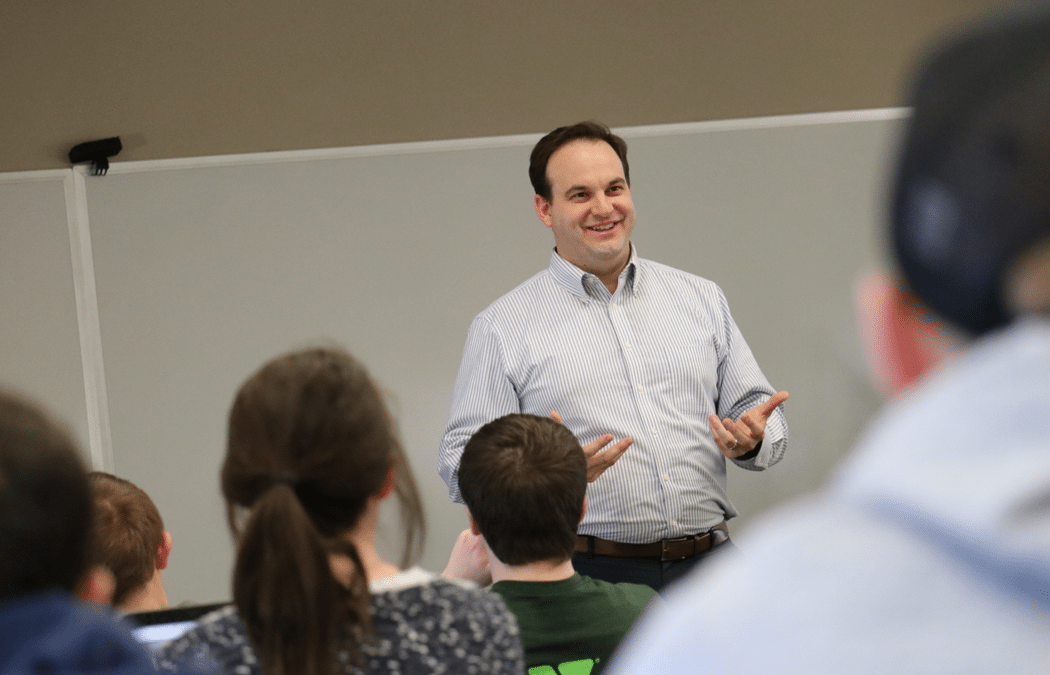 Alumnus encourages students to think like entrepreneurs